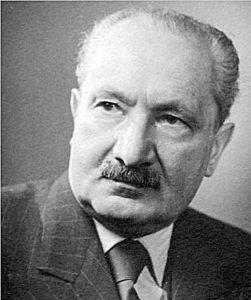 https://www.google.com/imgres?imgurl=http://144ood1pir281165p42ayw0t.wpengine.netdna-cdn.com/heidegger/files/2012/12/Heidegger_1955.jpg&imgrefurl=http://thegreatthinkers.org/heidegger/&h=578&w=484&tbnid=1GCF4xTAbD0ofM:&tbnh=160&tbnw=133&usg=__HwlaFYfPOj9jl-_bGVVTYutGVHY=&vet=10ahUKEwjFu7DfyKfVAhWCqVQKHYgJDD8Q_B0IhwEwDA..i&docid=_eljk32owSoj-M&itg=1&sa=X&ved=0ahUKEwjFu7DfyKfVAhWCqVQKHYgJDD8Q_B0IhwEwDA