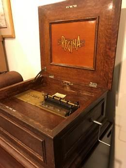 picture of the Regina Music Box
